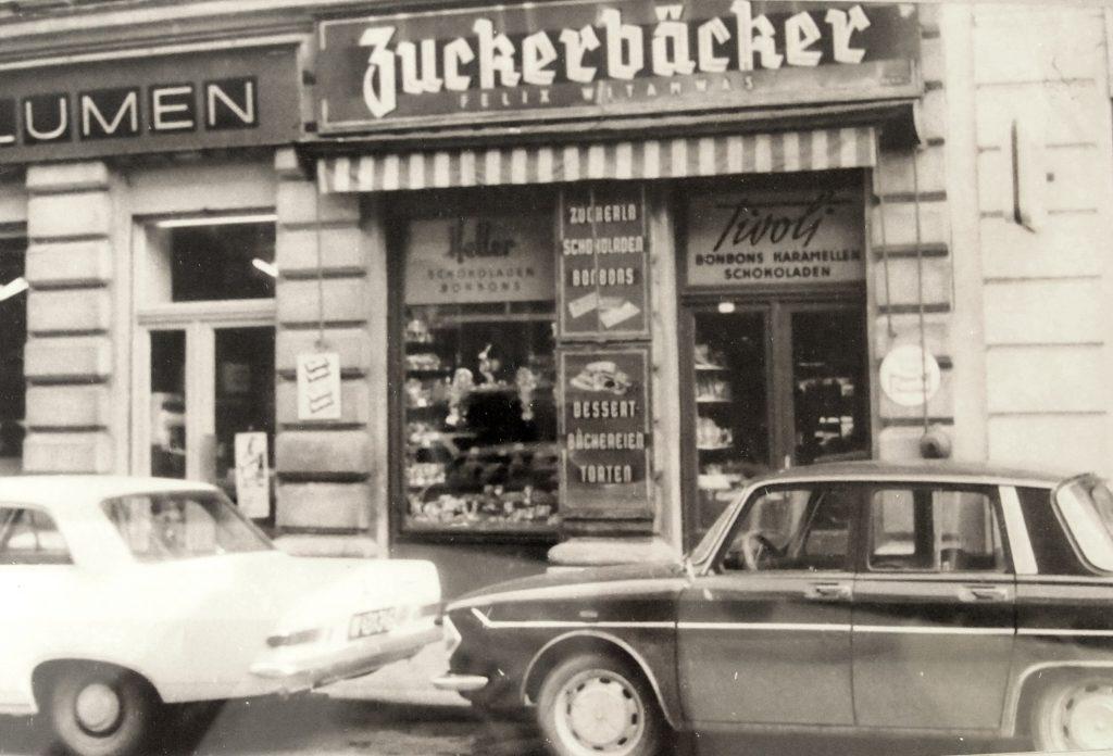 Zuckerbäcker Felix Witamwas hatte sein Geschäft einst hier, wo wir heute froemmel's antreffen. So sah die Zieglergasse in den 1960er Jahren aus.