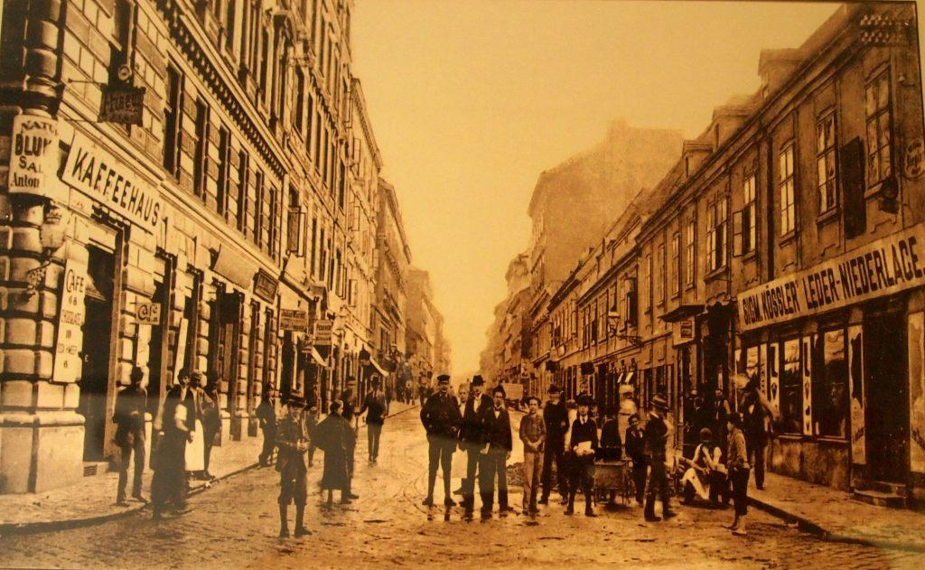 Historische Bilder aus dem 7. Bezirk: Alte Fotografie von Burggasse Ecke Zieglergasse mit Blick in Richtung Mariahilfer Straße