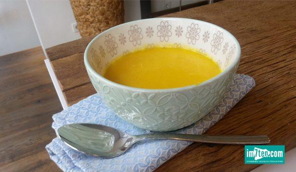 Suppe mit Süßkartoffeln und Kokos