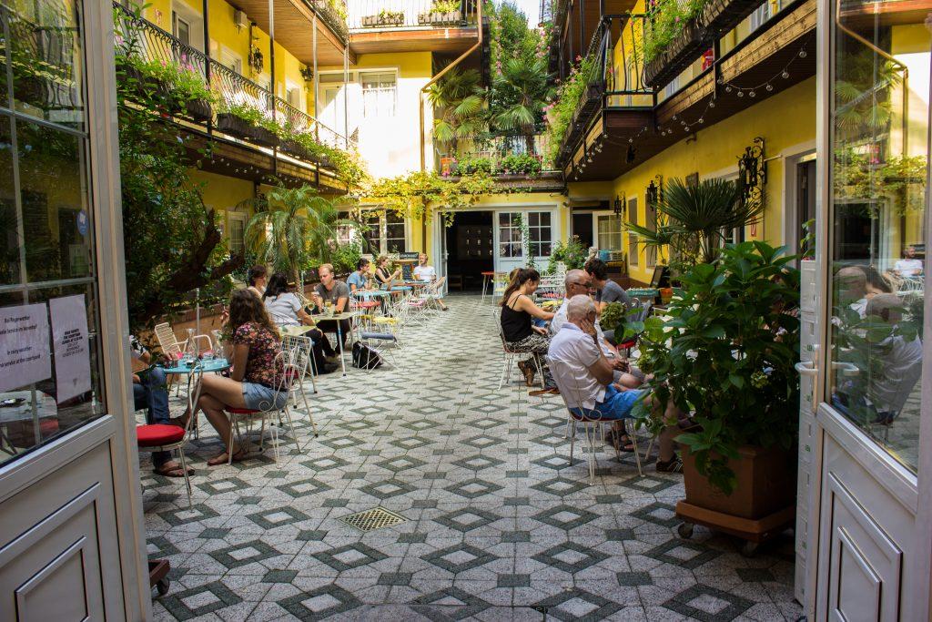 hotel am brilliantengrund gastgarten