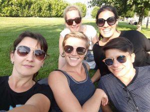 Das Team des flash Mädchencafés hinten vlnr: Magdalena Mangl, Karin Staudigl vorne vlnr: Marina Progovac, Miriam Weiss, Marija Šabanović