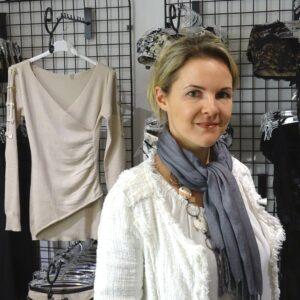 Kristina Purzner in der Lingeria Macchiato über BH nach Mastektomie
