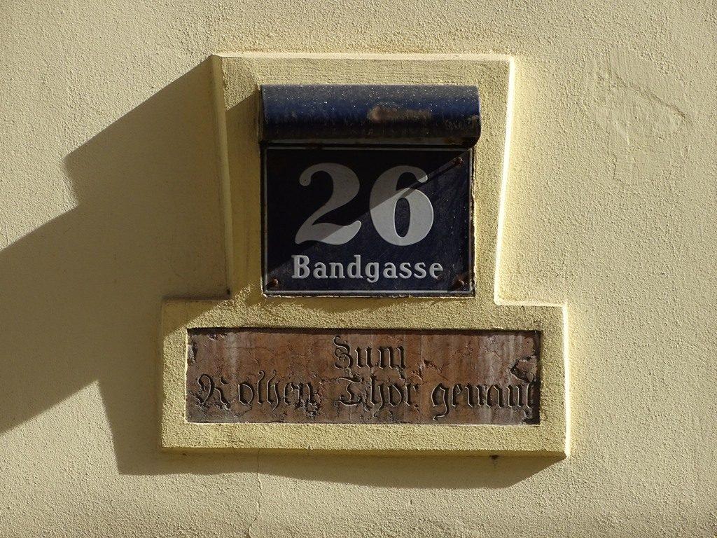 """""""Zum Rothen Thor genant"""": zum roten Tor genannt, Bandgasse 26"""