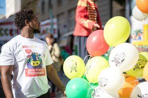 Neubaugasse Flohmarkt Luftballons