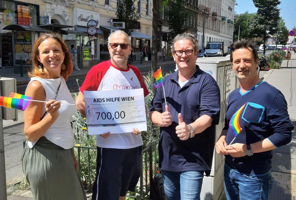 Scheckübergabe an die Aids Hilfe Wien