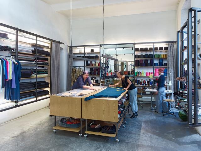 Der Concept Store Domus Vivendi bietet Modeinteressierten eine Oase des lustvollen Modegenusses.