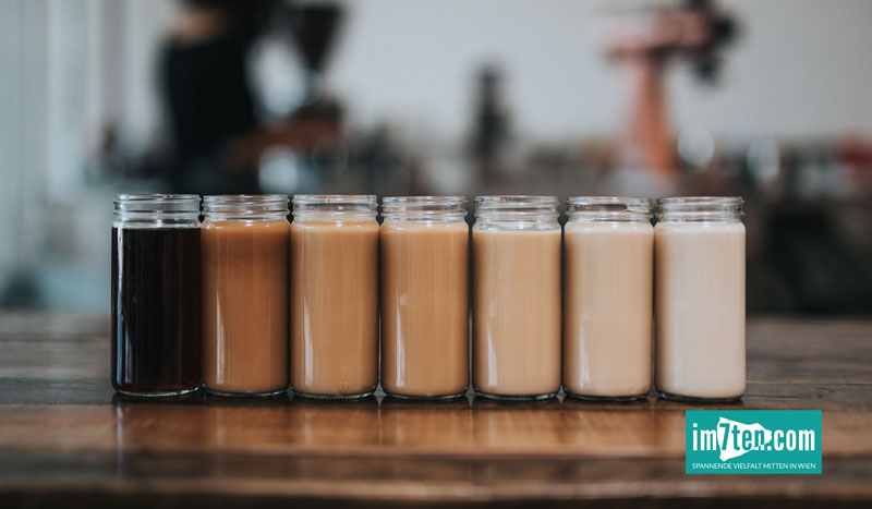 Kaffee im Glas verschiedene Abstufungen der Stärke